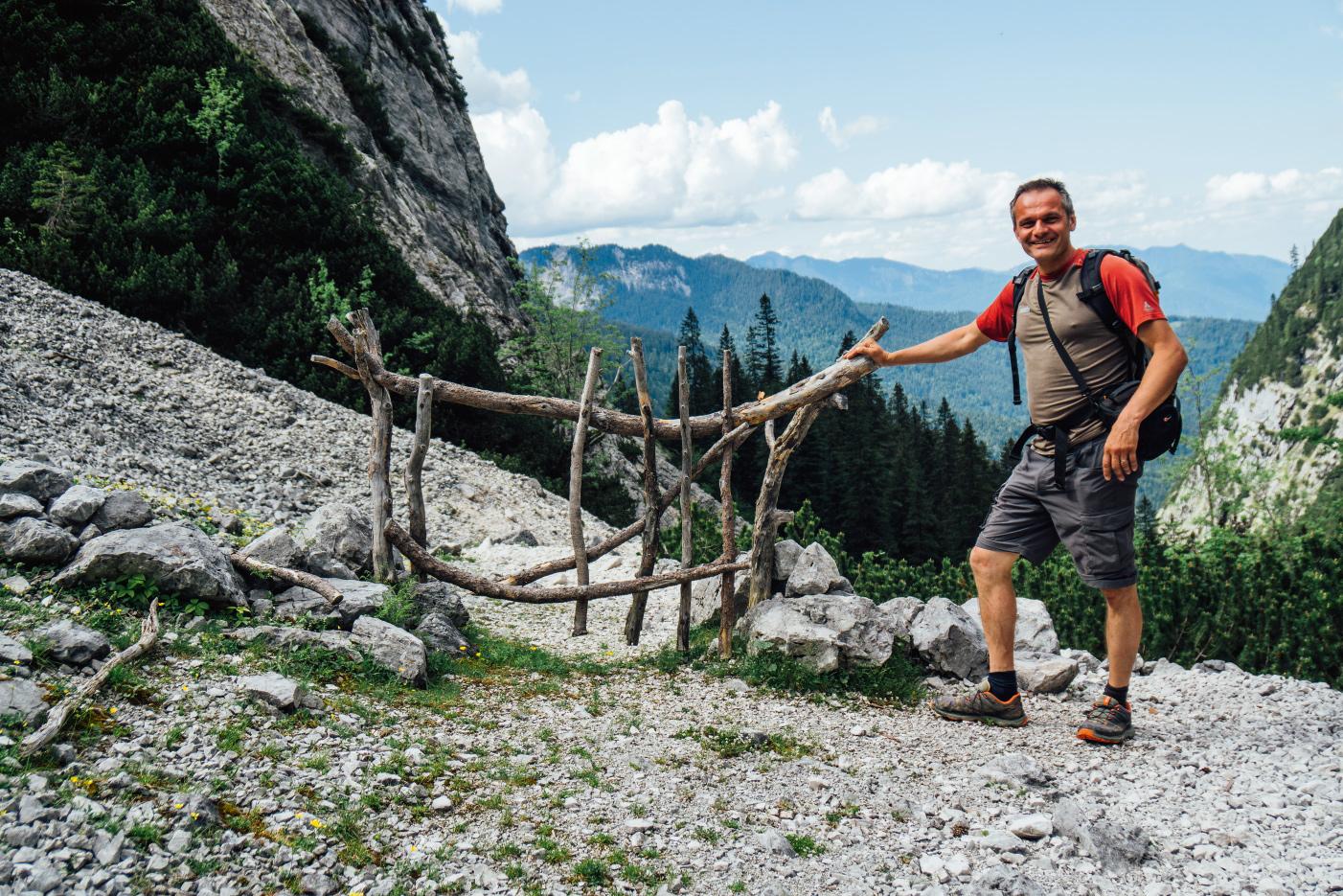 Dieser Sicherheitszaun an der Oberreintalhütte ist nur 1,5 Meter lang. Hüttenwirt Hans reicht das voll und ganz.
