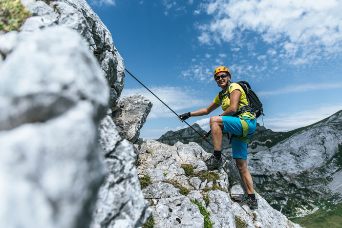 Finden Sie die perfekte Klettersteig-Ausrüstung für den Sommer.