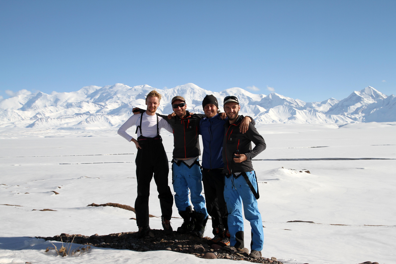Auf Skiern durch das Pamir-Massiv
