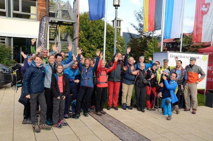 Begeisterte Teilnehmer beim Eddie Bauer Bergsteiger Hike in Oberstdorf