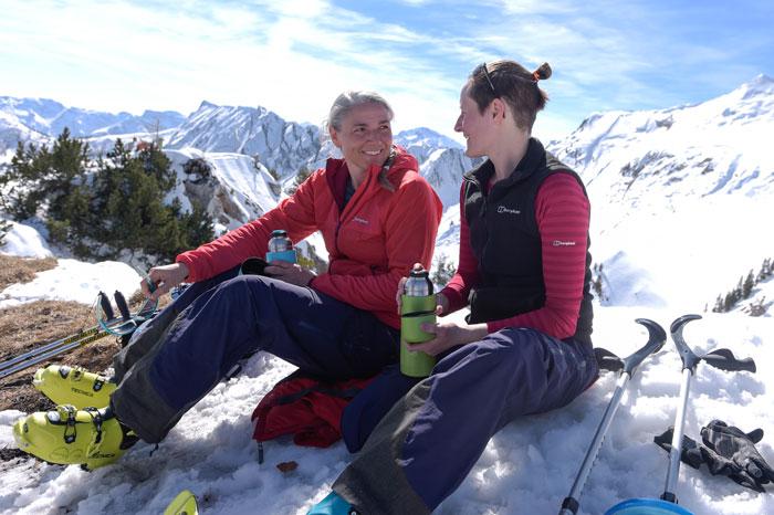 Jacqueline Fritz und Saskia Groos auf am Gipfel des Christlumkopf