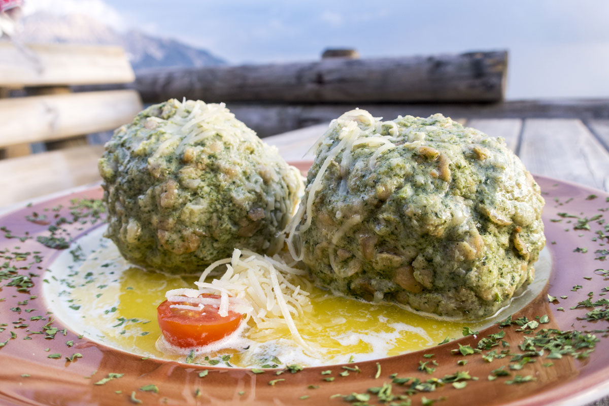 Spinatknödel am Berg
