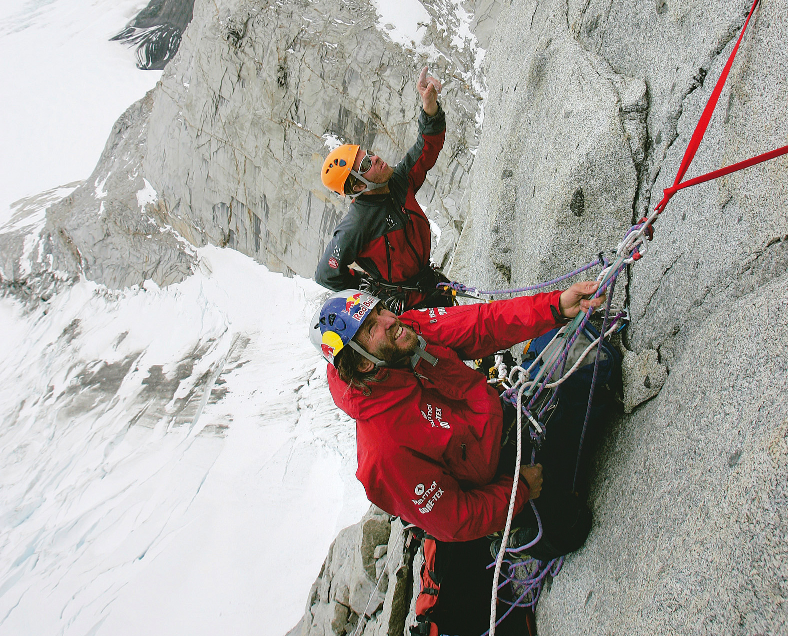 Stefan Glowacz und Robert Jasper bei der Erstbegehung von »Gone with the wind« (27 SL, IX+, A2) in Patagonien