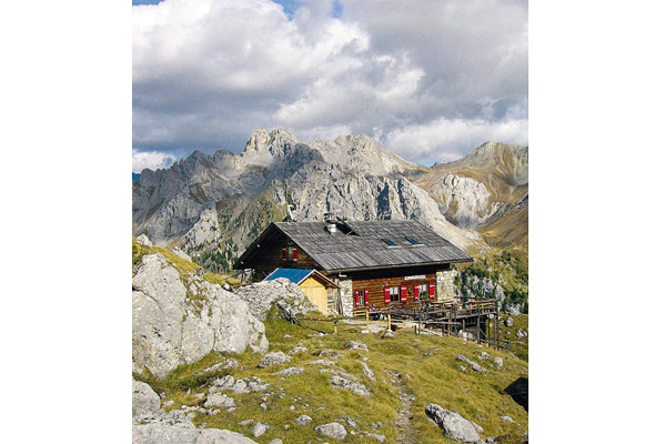Beim Abstieg bietet sich das Rifugio Vallaccia zur Einkehr an.