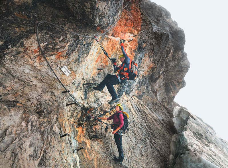 Der überhängende Felsbauch am Einstieg zum »Johann«, dem zweiten Teil der Dachstein-Super-Ferrata