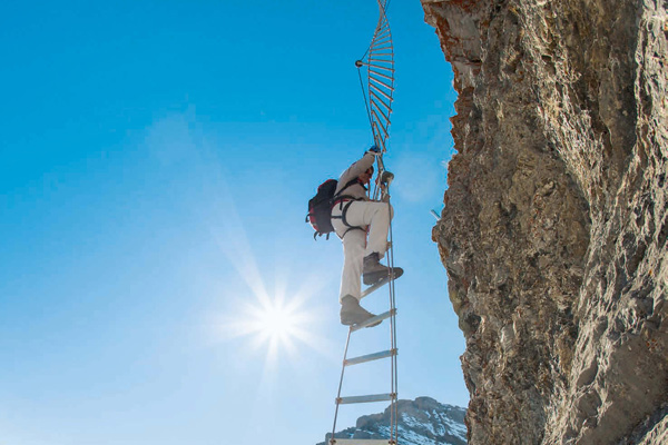 Mehr Erlebnispark als Klettersteig: die 540-Grad-Drehleiter ist nur eines von vielen luftigen Elementen.