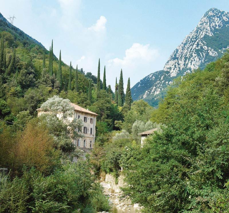 Ein Fluss, Berge und Ruinen: Im Papiermühlental gibt es viel zu entdecken.