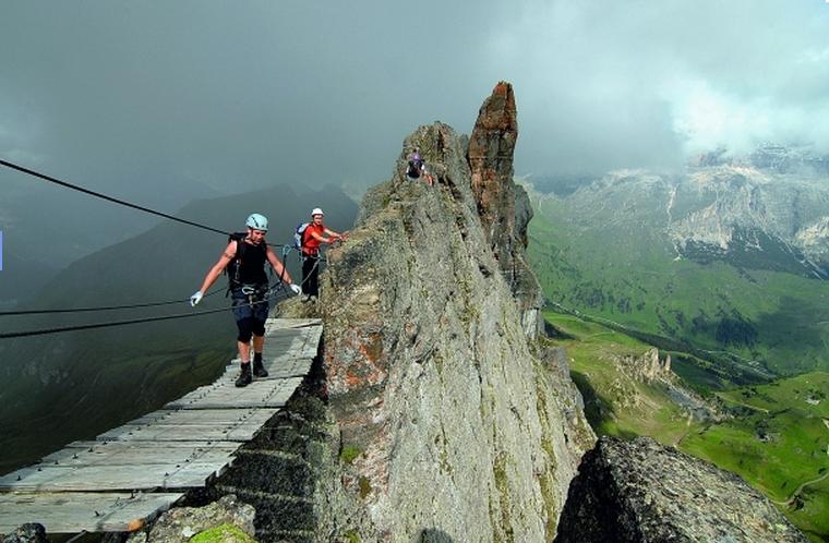 Auf der Hängebrücke an der »Ferrata delle Trincee«