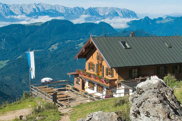 Das Hochgernhaus, von dem man einen fantastischen Blick zum Kaisergebirge hat