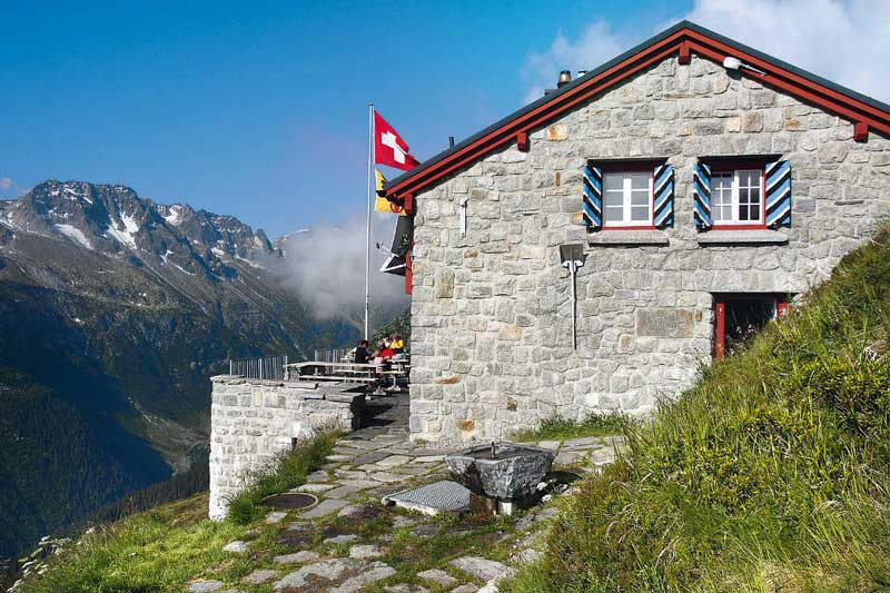 Ziel Nummer eins der Schweizer Hüttenrunde: die Salbithütte. Die Tagesetappe endet allerdings erst bei der Voralphütte.