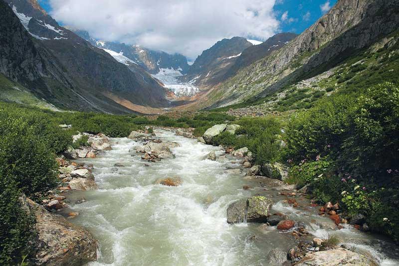 Verfügt über alles, was ein idyllisches Tal zu haben hat: das Trogtal mit der Chelenreuss