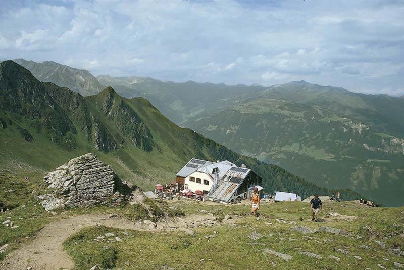 Von der Edelhütte startet man zur Ahornspitze und zum Siebenschneidensteig