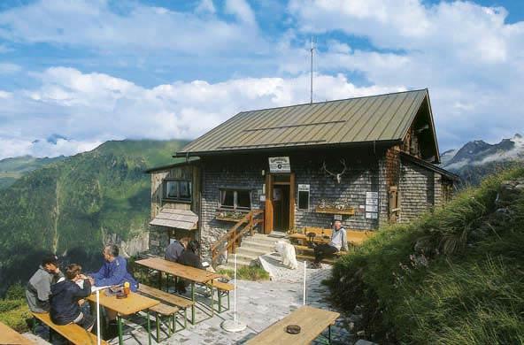 Die kleine Gamshütte ist das finale Etappenziel am Berliner Höhenweg
