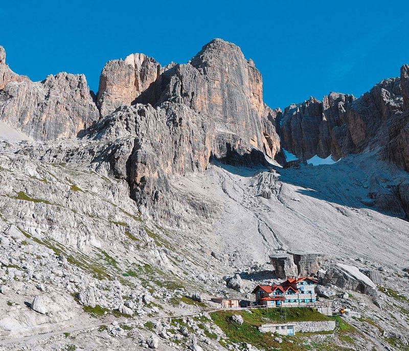 Anita und Roberto Cornella verwöhnen ihre Gäste im Rifugio Silvio Agostini mit Trentiner Schmankerl und geben Tipps für Trekking- und Klett ertouren.