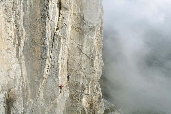 Adrenalin pur! Die einmalig ausgesetzte Hängebrücke an der Ferrata Roc de la Tovière (Val d'Isère)