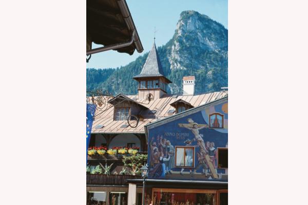 Der Kofel gehört in Oberammergau genauso zum Ortsbild wie die Lüftlmalerei