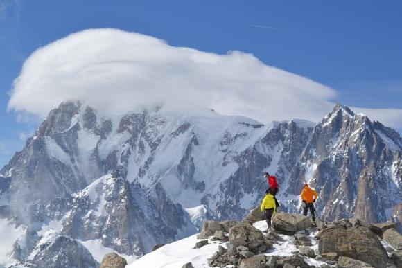 Er macht seinem Namen alle Ehre! »Der Monarch« Mont Blanc zeigt sich von Westen in seiner ganzen PrachtEr macht seinem Namen alle Ehre! »Der Monarch« Mont Blanc zeigt sich in seiner ganzen Pracht
