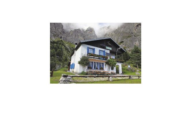 Das Rifugio 7° Alpini am Fuße der Schiarawände