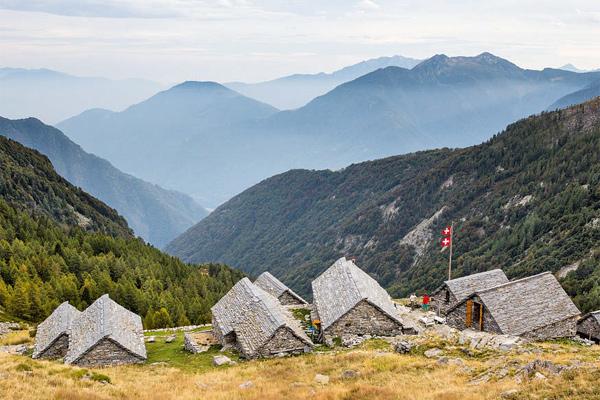 Wie ein steinernes Amphitheater - das Rifugio Alpe Spluga
