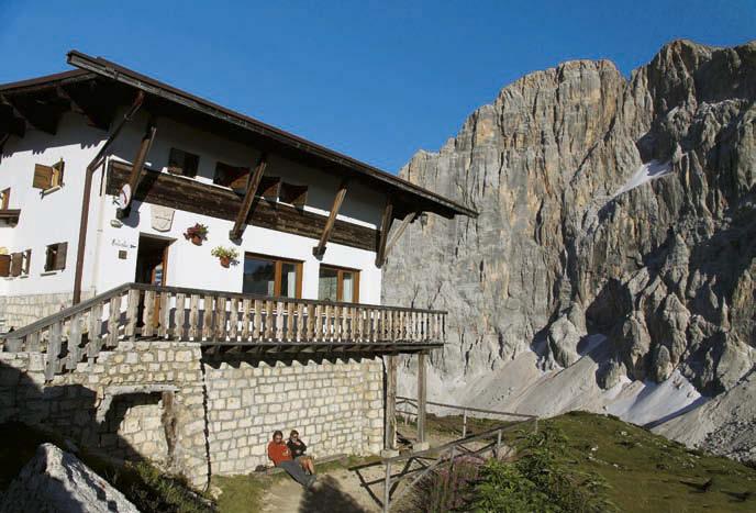 Das Rifugio Tissi mit der gewaltigen Nordwestwand der Civetta