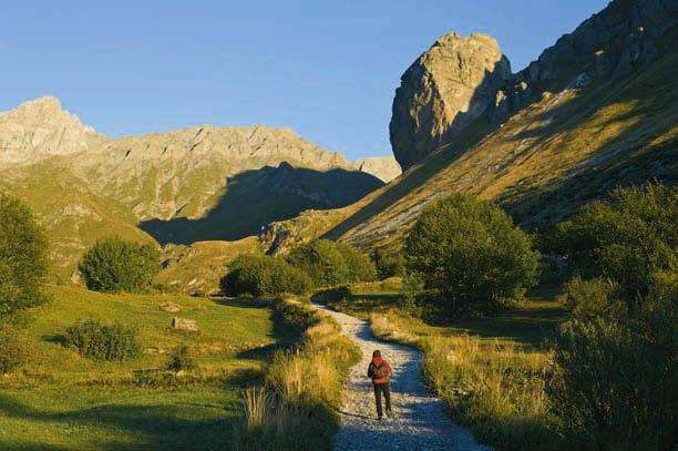 Wie von Geisterhand angeklebt – die Rocca Senghi; eine atemberaubende Ferrata zieht sich entlang ihrer Kante