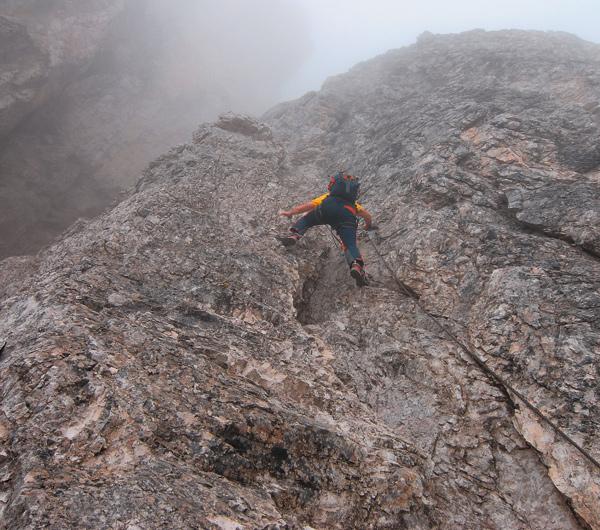 Auf der ersten Etappe des Sextener Klettersteigachters geht es steil zur Sache