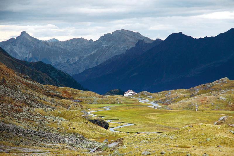 Die Neue Regensburger Hütte ist das Ziel der 2. Etappe am Stubaier Höhenweg