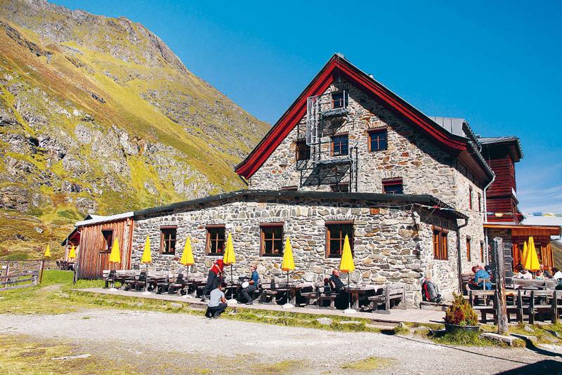 Bekanntester Stützpunkt am Stubaier Höhenweg: Die Franz-Senn-Hütte