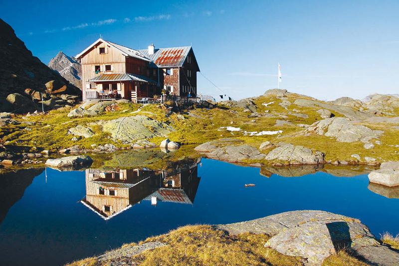 Die Bremer Hütte liegt idyllisch in den Stubaier Alpen