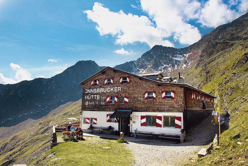 Viele verbringen auf der Innsbrucker Hütte die letzte Nacht vor dem Abstieg.