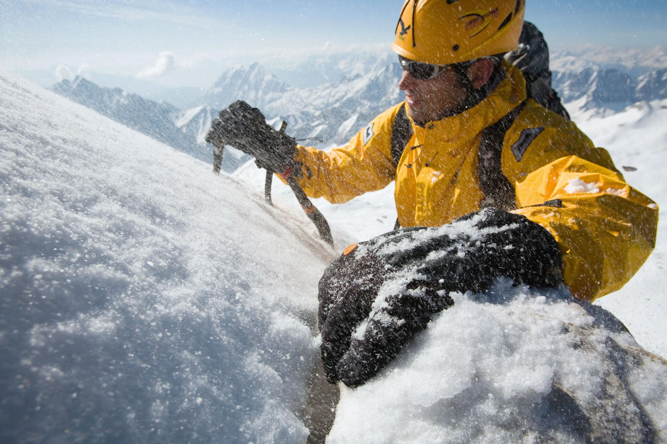 Klettergurt Skitour : Isolationskünstler: der bergsteiger handschuh test magazin