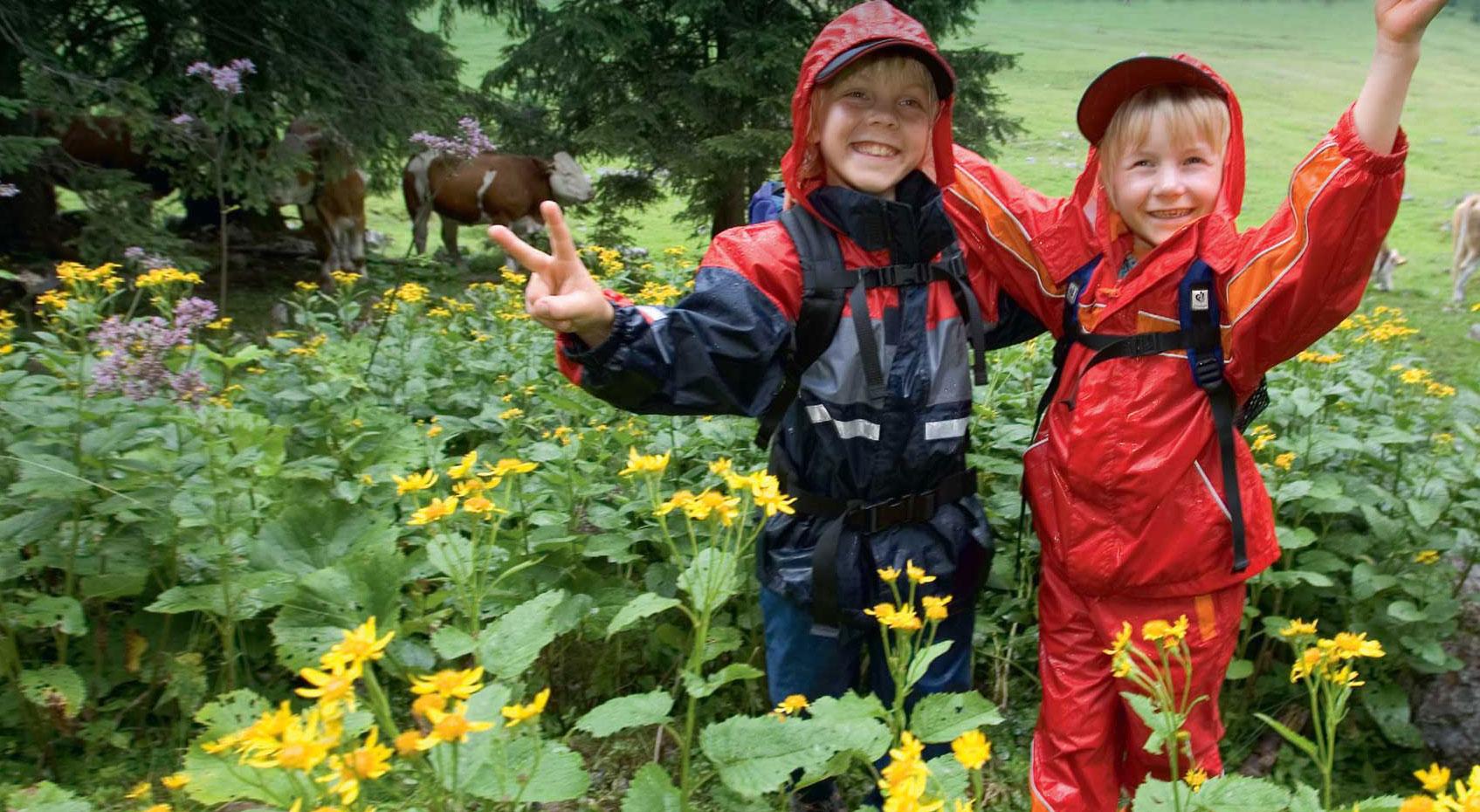 Klettergurt Kind Test : Regenfreu n de kinder regenjacken im test bergsteiger magazin