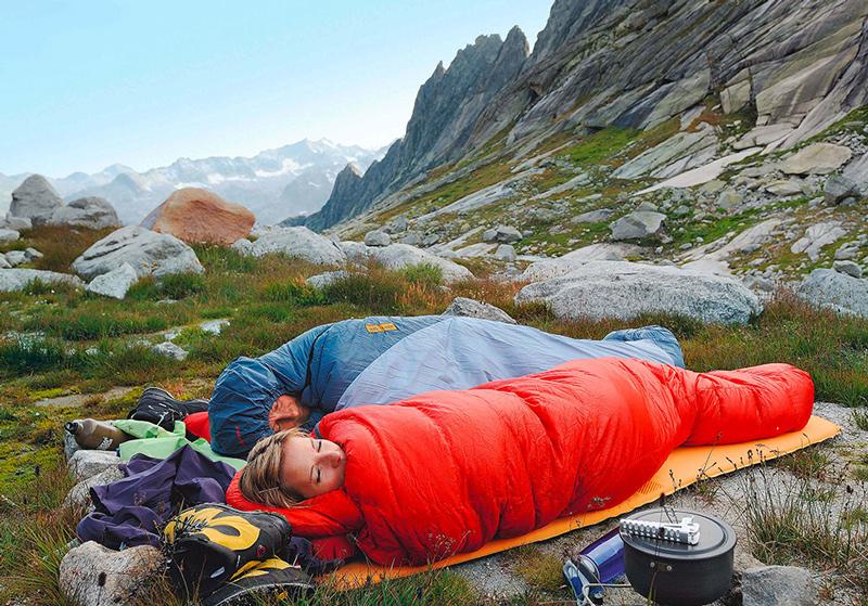 Im BERGSTEIGER Test 04/2015: Kunstfaser-Schlafsäcke