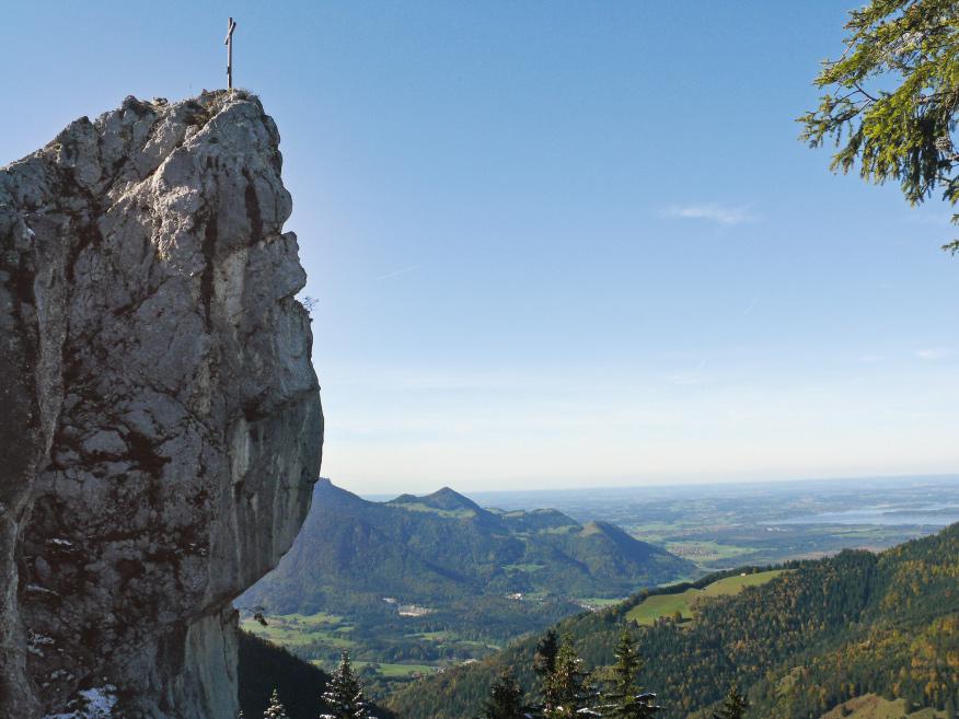 Macht seinem Namen alle Ehre: die bugartige Felsnase des Dampfschiffs im Chiemgau
