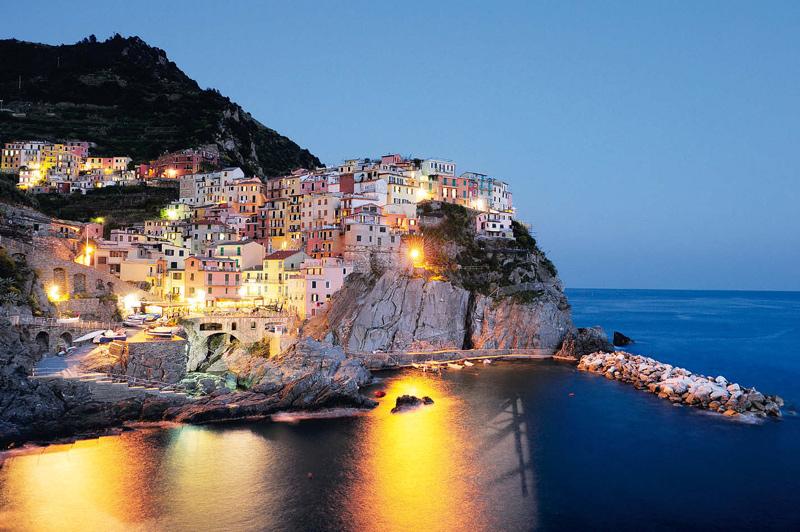 Wandern in der Cinque Terre. Manarola bietet das perfekte Ambiente für Wein und Pizza.