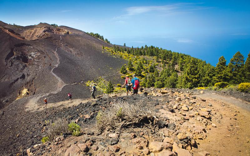 Von einem Krater zu anderen: Die Rurta de los Volcanes gehört zu den schönsten Wanderungen auf La Palma