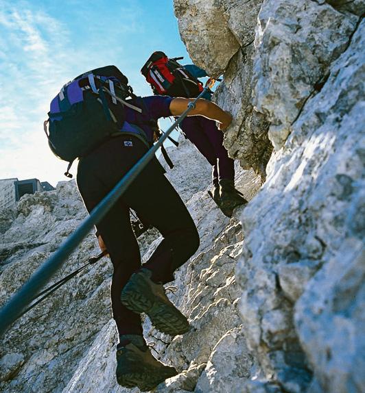 Über drahtseilversicherte Passagen geht es nach dem »Stopselzieher« Richtung Gipfelgrat.