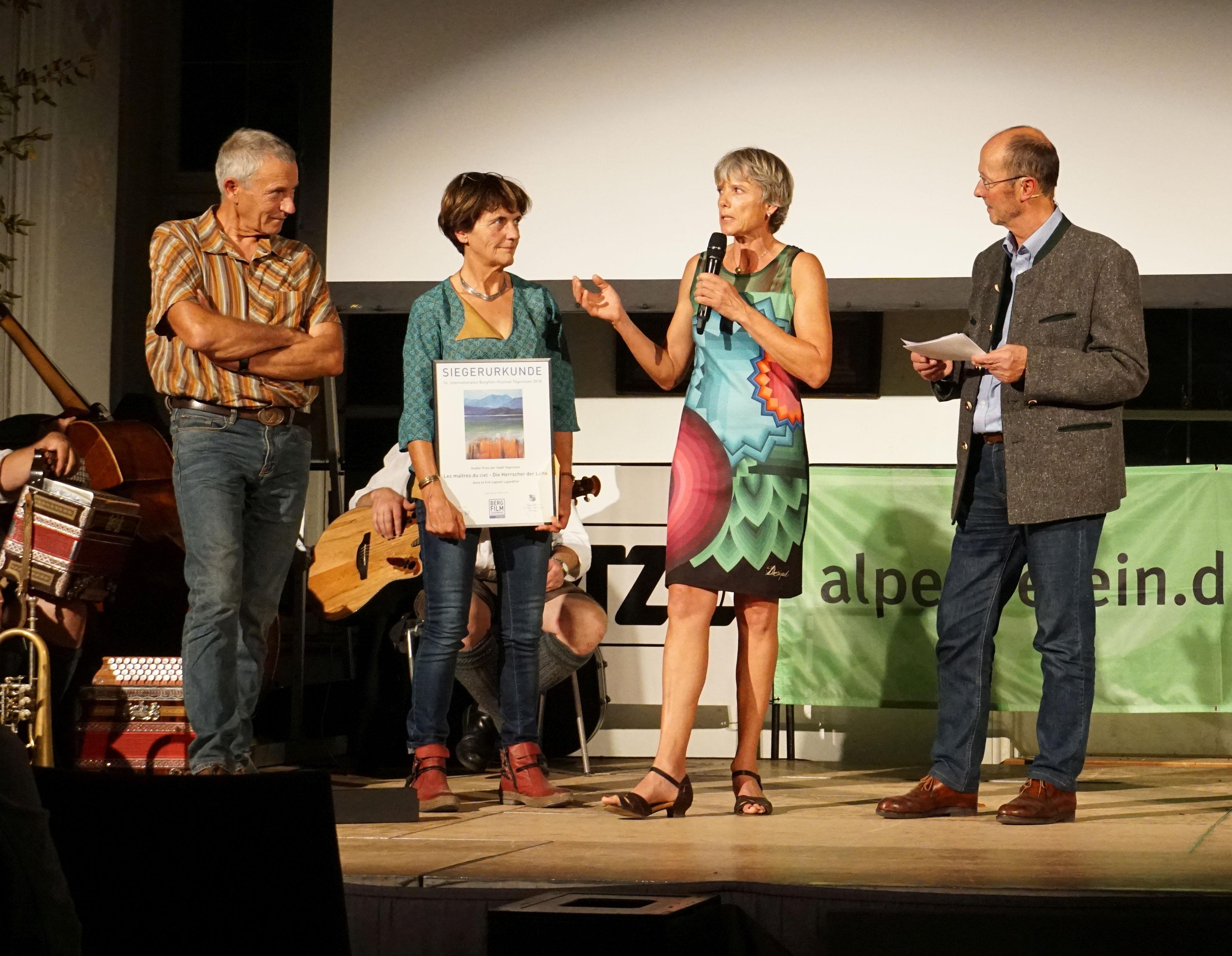 (v.l.n.r.) Anne und Erik Lapied, Jury-Mitglied Christine Kopp, Festival-Direktor Michael Pause