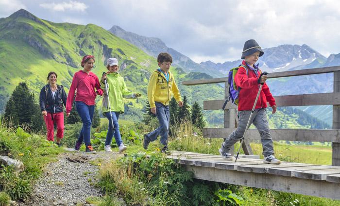 Auch Kinder können sich für Ausflüge in die Natur begeistern.