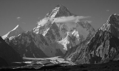 Für viele zählt der K2 wegen seiner klaren Pyramidenform zu den schönsten Bergen der Erde. Foto: Ralf Dujimovits
