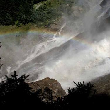 Der mächtige Grawa-Wasserfall nahe der Schangelair-Alm gilt als der breiteste Wasserfall in den Ostalpen