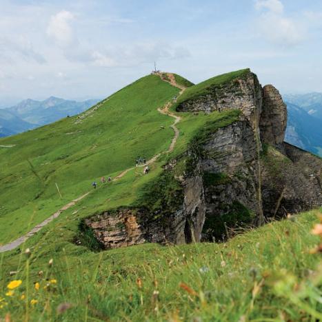 Der Diedamskopf ist der Hausberg von Schoppernau und ein leicht erreichbarer Wandergipfel; nach Norden fällt er steil ab