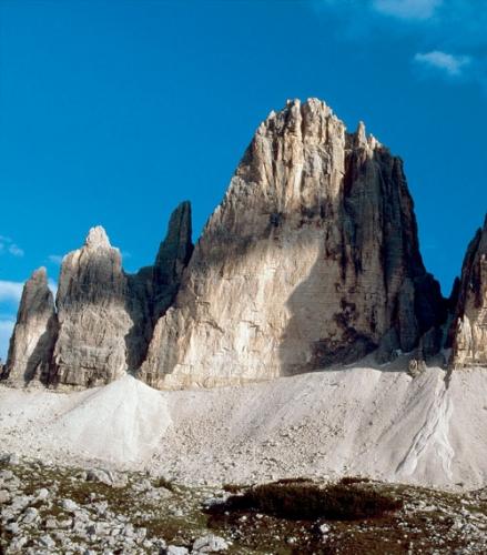 Das Dreigestirn in den Sextener Dolomiten, an denen seit mehr als hundert Jahren Klettergeschichte geschrieben wird; in der Mitte die Nordwand der Großen Zinne