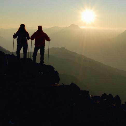 Wandern ist nicht nur eine uralte Kunst, sondern auch einer der kürzesten Wege zum Glück (an der Glanderspitze südlich von Zams)