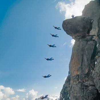 Ein Traum wird war! Stephan Siegrist springt vom Pilz in der Eiger-NordwandFotos: Thomas Senf