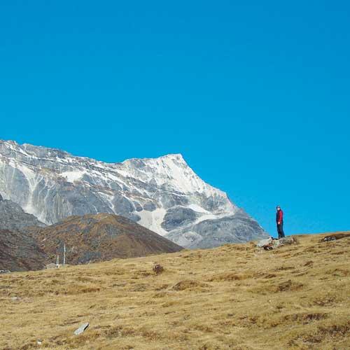 Trekkingtouren zu den Bergen im Himalaya – hier der Kongde Ri – erfordern bereits eine gute Akklimatisation an die Höhe