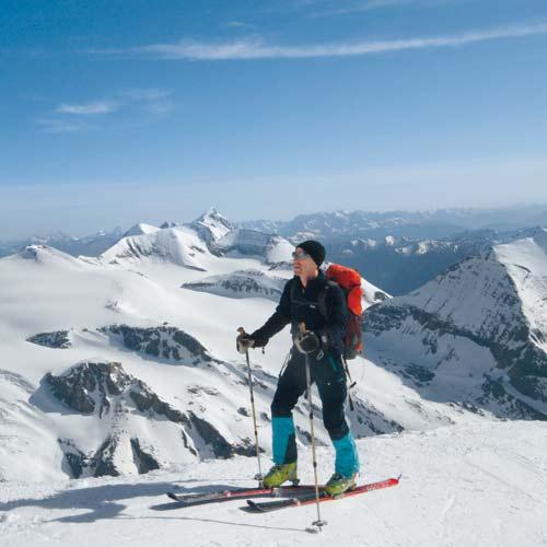 Kurz vor dem Skidepot öffnet sich ein genialer Ausblick auf den Obersten Pasterzengletscher und das dahinter markant aufragende Wiesbachhorn