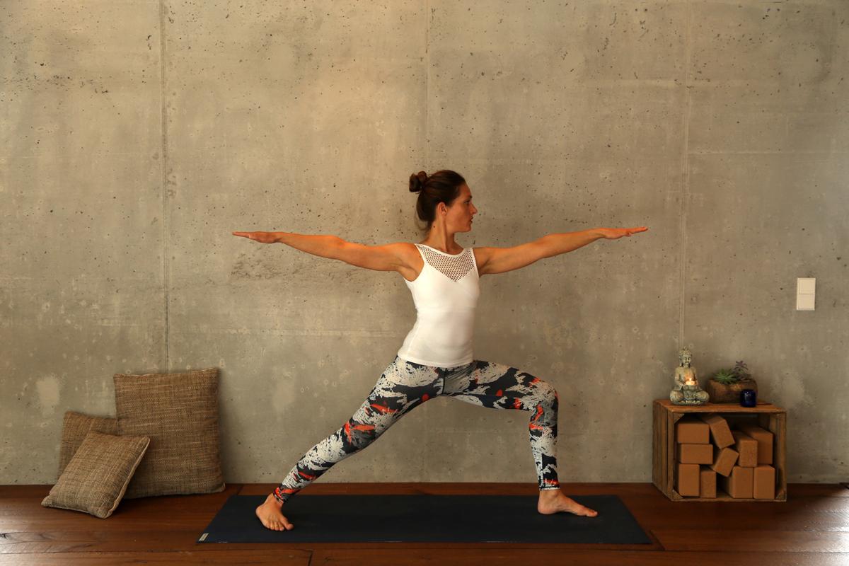 Yogaübung Krieger 2