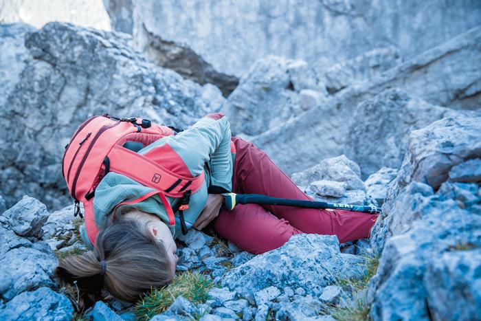 Bewusstlose Person am Berg: Hier ist schnelle Hilfe nötig.