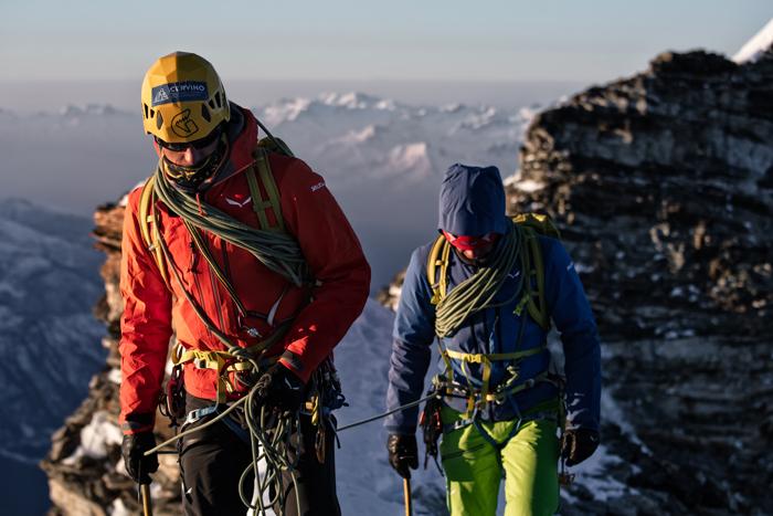Der Bergsteiger hat 12 Hardshell-Jacken für Sie getestet.